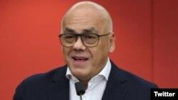 El ministro de Comunicación de Venezuela, Jorge Rodríguez dijo que hay 11 detenidos en el caso y se busca a más de media docena de implicados.