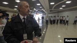 Guardias custodian una zona de seguridad del aeropuerto Sheremetievo, en Moscú.