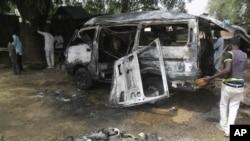 Des débris suite à un attentat à Potiskum, auNigeria, le 24 février 2015 (AP Photo/Adamu Adamu )