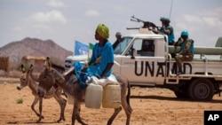 Pasukan perdamaian PBB (UNAMID) melakukan patroli di Khor Abeche, Darfur selatan, Sudan (foto: ilustrasi).