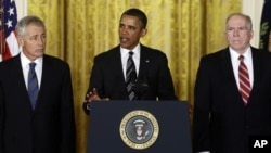 7일 차기 국방장관과 중앙정보국 국장에 각각 척 헤이글 전 네브라스카 상원의원(왼쪽)과 존 브레넌 백악관 대테러 국토안보 보좌관(오른쪽)을 지명한 바락 오바마 대통령.