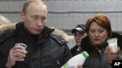 Владимир Путин и Елена Скрынник. Санкт-Петербург. 14 января 2009 г.