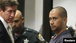 George Zimmerman (derecha) con su abogado Mark O'Mara, en su primera aparición en corte por la muerte del joven Trayvon Martin.
