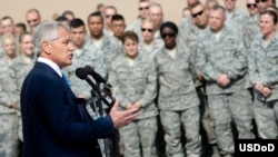 U.S. Defense Secretary Chuck Hagel addresses troops on Al Udeid Air Base, Qatar, Dec. 10, 2013. (DOD / Erin A. Kirk-Cuomo)