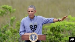 美国总统奥巴马星期三参观佛罗里达州大沼泽地国家公园时发表讲话