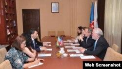 Robert Sekuta və Səməd Seyidov (Foto ABŞ səfirliyinin Facebook səhifəsindən götürülüb)
