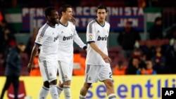Bintang Real Madrid asal Portugal, Cristiano Ronaldo (tengah, foto: dok). Real Madrid menempati posisi teratas klub olahraga terkaya di dunia tahun 2013.