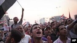 Puluhan ribu pendukung Ikhwanul Muslimin memenuhi lapangan Tahrir memberikan dukungan kepada kandidat Presiden Mohammad Morsi (23/6).