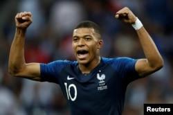 킬리안 음바페 프랑스 축구 국가대표 선수가 지난 15일 2018 러시아 월드컵 결승전에서 골을 넣은 후 기뻐하고 있다.