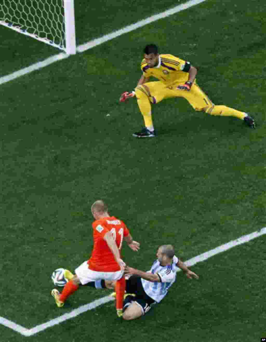 Netherlands' Arjen Robben (11) is tackled by Argentina's Javier Mascherano during the World Cup semifinal soccer match between the Netherlands and Argentina at the Itaquerao Stadium in Sao Paulo, Brazil, Wednesday, July 9, 2014. Argentina's goalkeeper Ser
