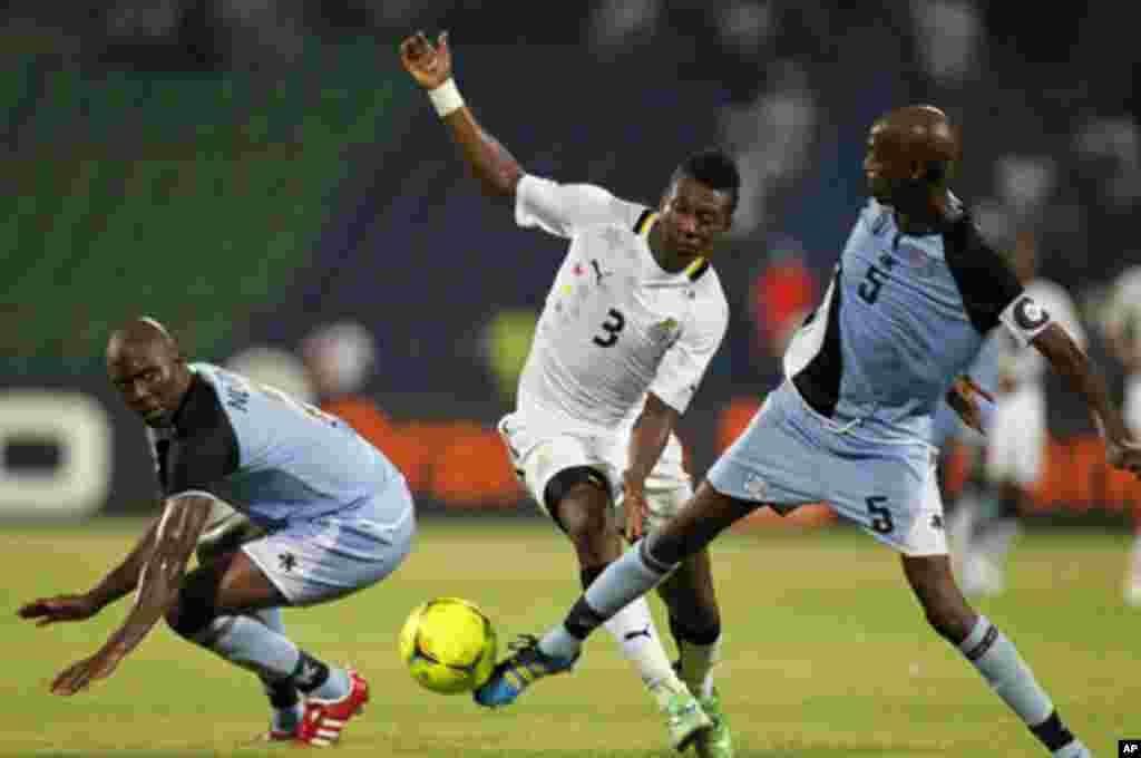 Ghana's Asamoah Gyan (C) challenges Anthony Ananan (R) and Ndiyapo Letsholathebe of Botswana during their African Cup of Nations Group D soccer match in FranceVille Stadium January 24, 2012.
