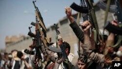 Militantes Houthi (foto de arquivo).