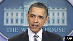 Tổng thống Hoa Kỳ Barack Obama trả lời họp báo về những tranh cãi xoay quanh vấn đề giấy khai sinh của ông, ngày 27/4/2011