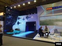 国防出口公司在莫斯科航展上的展台 (美国之音白桦拍摄)