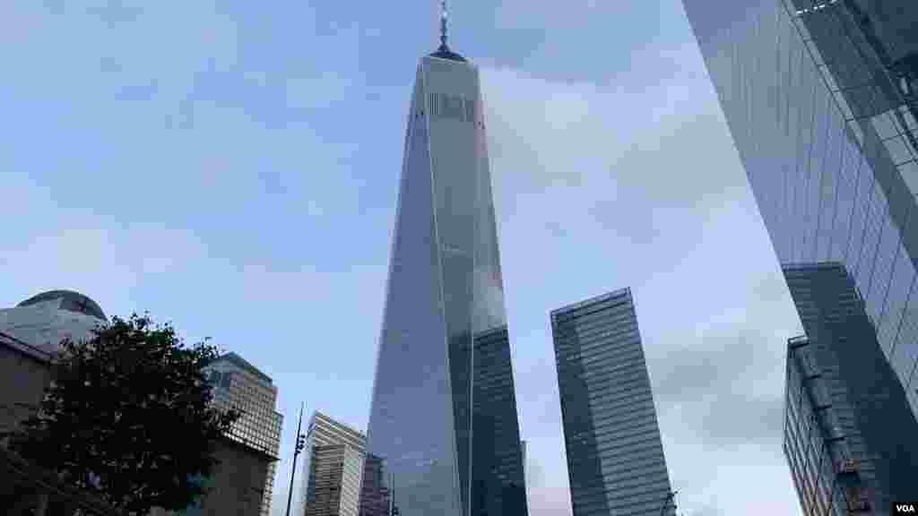 A las 9:03 de la mañana se vivió otro momento de silencio para recordar el segundo avión que se estrelló en la torre sur de las torres gemelas, en 2011.