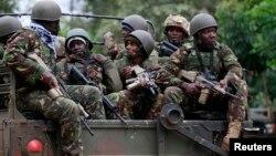 테러범 진압을 위해 나이로비 쇼핑센터에 도착하는 케냐군.