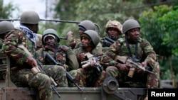 Saldırıya uğrayan alışveriş merkezine sevkedilen Kenyalı askerler