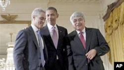 President Barack Obama with outgoing White House Chief of Staff Rahm Emanuel (l) and new interim Chief of Staff Pete Rouse, 01 Oct 2010