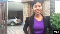 Sdeung Phearong works as an assistant at the British Embassy and founded a volunteer-based NGO called Joint of Youth Cambodia that helps youths gain access to education, Phnom Penh, Cambodia, August 8, 2017. (Ravy Sophearoth/VOA Khmer)