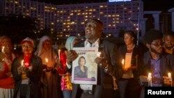 나이지리아 아부자에서 지난달 26일 보코하람에 피랍된 여학생들의 무사 귀환을 촉구하는 촛불집회가 열렸다.