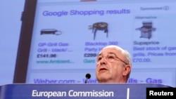 Kepala antitrust Uni Eropa, Joaquin Almunia, memberikan sambutan dalam konferensi pers di kantor pusat Komisi Uni Eropa di Brussels (5/2).