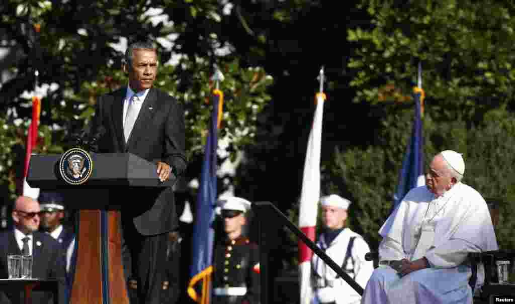رئیس جمهوری ایالات متحده در سخنرانی خود در مراسم استقبال از پاپ از او به خاطر نقش آفرینی در بهبود روابط آمریکا و کوبا تشکر کرد.