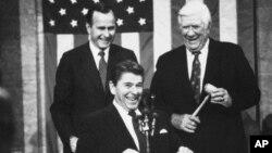 1983年1月25日,里根总统在国会发表国情咨文演讲。