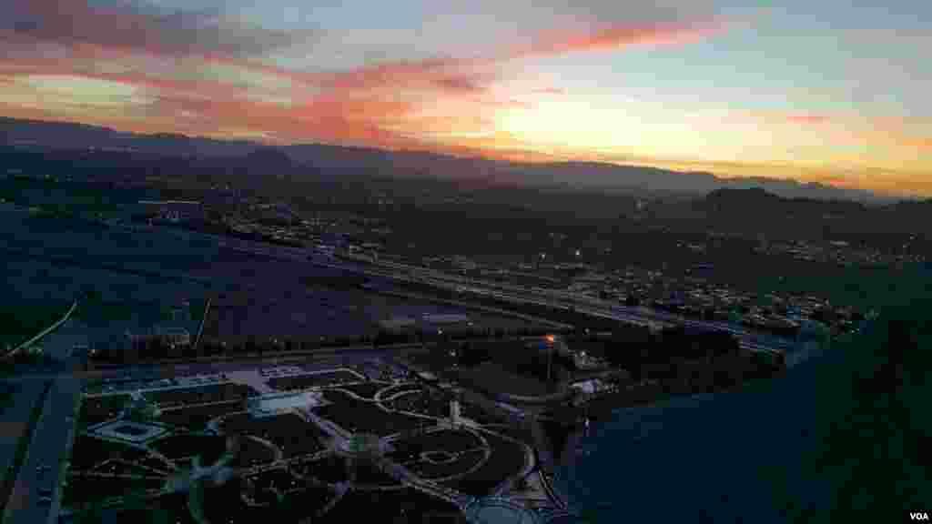 نمایی از شهر مبارکه و فولاد مبارکه از بالای کوه گل نرگس عکس: محمد خدارحمی (ارسالی شما)