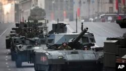 俄罗斯坦克车队开往莫斯科红场参加胜利日阅兵(资料照片)