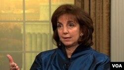 La secretaria de Estado adjunta, Roberta Jacobson, conversa con la Voz de América.