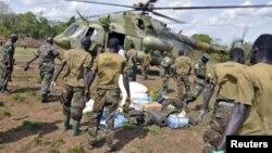 Des soldats ougandais à la poursuite des leaders fugitifs de la LRA, avril 2012.