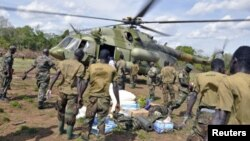 Soldats ougandais à la poursuite des leaders fugitifs de la LRA (avril 2012)