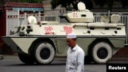 سنکیانگ میں چین کی حکمران کیمونسٹ پارٹی کی جانب سے کئی سخت اقدامات کیے گئے ہیں جن پر بین الاقوامی سطح پر تنقید کی گئی ہے — فائل فوٹو