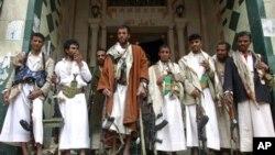 تصویر طرفداران رهبر قبیلۀ حاشد را نشان میدهد.