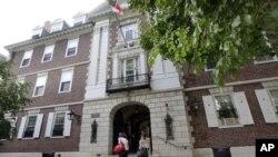 Peringkat atas pendidikan tinggi dunia masih didominasi perguruan tinggi AS dan Inggris, seperti Universitas Harvard di Cambridge, Massachusetts ini (foto: dok).
