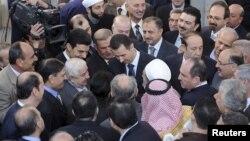 Suriya rahbari Bashar al-Assad Damashqdagi al-Afram masjidida hayit namozini o'qidi, 26-oktabr, 2012