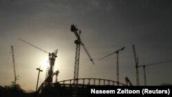 Nhiều công nhân Việt Nam đang giúp xây dựng cơ sở hạ tầng phục vụ World Cup 2022 ở Qatar.