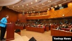 북한자유연합 수잔 숄티 대표가 지난달 29일 한국 국회 헌정기념관에서 열린 북한인권과 정치범수용소해체 기자회견에 참석해 인사말을 하고 있다.