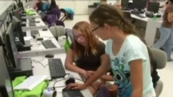 Американські школярки програмують роботів