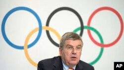 Le président du Comité international olympique, Thomas Bach, est vu lors d'une conférence de presse au siège du CIO à Lausanne, en Suisse, le 9 juillet 2014.