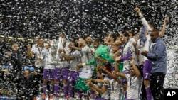 Cầu thủ Real Madid ăn mừng chiến thắng.