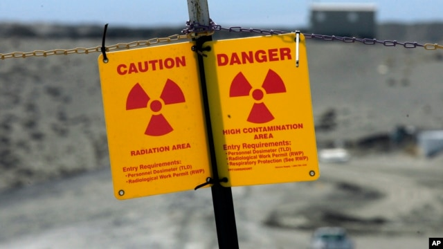 A sign warns of radiation on the Hanford Nuclear Reservation near Richland, Washington. (file photo)