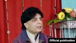 Menteri Dalam Negeri Pakistan Nisar Ali Khan memberikan keterangan kepada wartawan di Kallar Syedan, Sabtu (14/1).