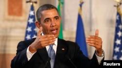유럽 순방중인 바락 오바마 미국 대통령은 이탈리아 로마에서 가진 기자회견에서 발언하고 있다.