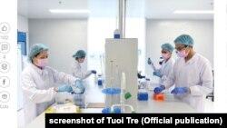 Các nhà chuyên môn nghiên cứu để chế tạo vaccine Covid-19 tại công ty NANOGEN ở Việt Nam.