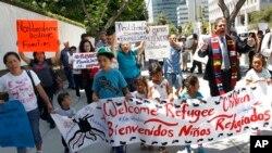 Porodice imigranata na protestu u Los Andjelesu