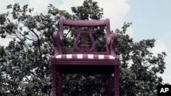 Thomasville có một cái ghế to bằng cái đình làng ngay tại quảng trường chính của thành phố