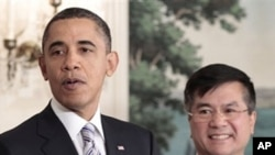 President Barack Obama, left, announces that Commerce Sec. Gary Locke, right, will be the next US ambassador to China in the Diplomatic Room of the White House March, 9, 2011