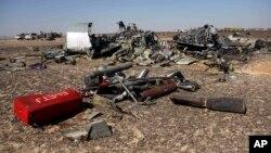 Puing-puing pesawat Metrojet Rusia yang jatuh di Semenanjung Sinai, Mesir hari Sabtu (31/10) lalu.