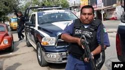 Meksikada polislə mülki vətəndaşlar arasında qarşıdurma olub